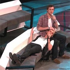 One of the many funny moments on Idol this year!!!!