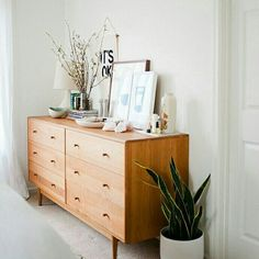 "7 essential minimalist design furniture that will always be on-trend When an interior designer says ""less is more"", usually he doesn't mean that ""cheaper is better"". Today we are talking about minimalist design furniture. Home Furniture, Furniture Design, Simple Furniture, Furniture Logo, Furniture Plans, Drawing Furniture, Contemporary Bedroom Furniture, Concrete Furniture, Furniture Buyers"