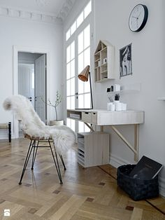 Check Out 25 Chic Scandinavian Home Office Designs. Scandinavian design is extremely popular now, so why not choose this style for your home office decor? Home Office Inspiration, Workspace Inspiration, Interior Inspiration, Office Ideas, Office Decor, Fold Away Desk, Innovative Office, Wall Mounted Desk, Wall Desk