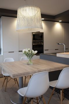 Trendy Kitchen Table And Chairs Ideas Space Saving Modern Kitchen Tables, Kitchen Island Table, Kitchen Benches, Modern Kitchen Design, Kitchen Island Dining Table, Dining Nook, Luxury Kitchens, Home Kitchens, New Kitchen