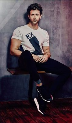 Фотография Cute Celebrities, Bollywood Celebrities, Celebs, Indian Celebrities, Hrithik Roshan Hairstyle, Portrait Photography Men, Most Handsome Men, Bollywood Stars, Turkish Actors