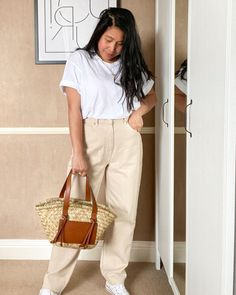 How to style plain white tees | For more style inspiration visit 40plusstyle.com