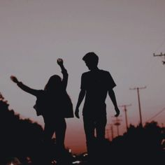 14 Fotos, die Sie und Ihr Junge bei Sonnenuntergang einnehmen sollten – Ilse va… 14 photos you and your boy should take at sunset – Ilse van Oosterom – in Photo Couple, Love Couple, Couple Goals, Night Couple, Relationship Goals Pictures, Cute Relationships, Couple Relationship, Couple Aesthetic, Aesthetic Pictures