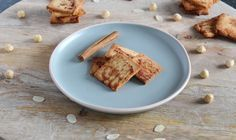 Deze koolhydraatarme kaneelkoekjes zijn perfect voor bij een kopje koffie of thee. De Steviala kristal en de kaneel geven de koekjes een aangename zoete smaak. Daarnaast zijn de koekjes doordat ze dun zijn uitgerold, erg knapperig.