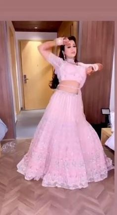 Party Wear Indian Dresses, Indian Gowns Dresses, Indian Bridal Outfits, Indian Bridal Fashion, Indian Fashion Dresses, Bridal Dresses, Designer Bridal Lehenga, Indian Bridal Lehenga, Indian Wedding Songs