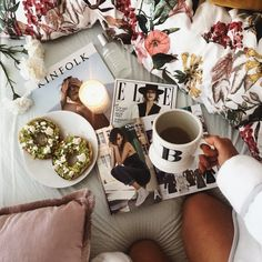 Saturdays were made for chilling. Avocado bagels, fashion magazines and fresh bed sheets. Duvet Day, Bedroom Colors, Bedroom Ideas, Stay In Bed, Dream Bedroom, Teen Bedroom, Apartment Furniture, Breakfast In Bed, Cozy Bed