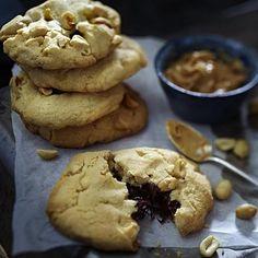 Erdnussbutter-Cookies mit salzigen Erdnüssen und Schokokern Rezept   LECKER