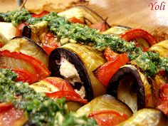 Aubergine rolls with mozzarella and pesto translates to Eggplants, tomato, mozzarella and pesto. in other words, YUMMY! Let your browser translate it from Bulgarian to English and ENJOY! Eggplant Rolls, Queens Food, Yummy Treats, Yummy Food, Vegetable Pizza, Pasta Salad, Vegetarian Recipes, Appetizers, Favorite Recipes