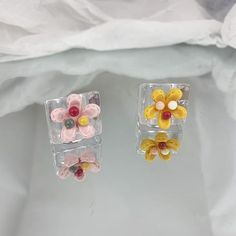 Charm Jewelry, Stud Earrings, Flowers, Gifts, Free, Presents, Stud Earring, Favors, Royal Icing Flowers