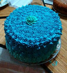 #regalodegraduación #vainilla #buttercream #degradado #sorpresa #feliz Cake, Instagram Posts, Desserts, Food, Happy, Graduation Gifts, Vanilla, Tailgate Desserts, Deserts