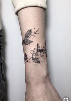 Like the wrap around vine forearm tattoos, tattos, armband tattoos, sleeve tattoos, Mini Tattoos, Body Art Tattoos, Sleeve Tattoos, Tattoo Art, Big Tattoo, Leaf Tattoos, Shaded Tattoos, Tattoo Sleeves, Tattoo Fonts
