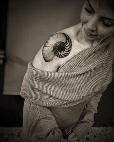 X-Ray Nautilus shell. Simple minimal decorative ink :) #omentattoomachines #italianspaghettiirons #minimalism #minimal #fibonacci #xray #xrayshell#natalienoxtattoo #natalienox #nox #bng #decorative #shell #fibonacciinnaturetattoo