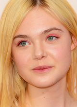 elle fanning coral eye makeup with cat eye