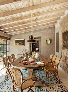 Modern Country, Country Decor, Modern Farmhouse, Architectural Digest, Casa Patio, Reclaimed Doors, Interior And Exterior, Interior Design, Glass Room