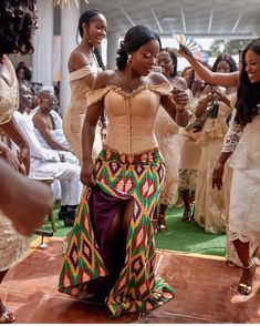 34 Latest Ghanaian Kente Dresses Styles For Engagement To Copy in 2019 African Traditional Wedding Dress, African Wedding Dress, Traditional Dresses, Traditional Decor, African Print Fashion, African Fashion Dresses, Fashion Prints, Fashion Styles, Ankara Fashion