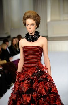 Sewing Detail: Oscar de la Renta Fall 09 - Dress detail, enlarged. Appliqué faux feathers.