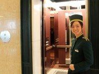 【ベルガール】笑顔のおもてなしでお客様をご案内。お困り事がございましたらお気軽にお声掛けくださいませ│ホテルコンコルド浜松