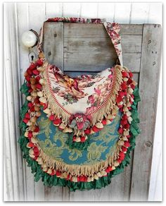 Prairie Couture Carpet Bag  Vagabond Gypsy por ElizabethandWeston