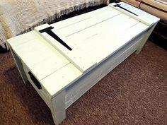 Shabby Chic Pallet Chest / Trunk | Pallet Furniture DIY