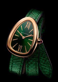 Rosamaria G Frangini High Whatch Jewellery Bulgari green emerald* watch Elegant Watches, Stylish Watches, Beautiful Watches, Luxury Watches, Cool Watches, Watches For Men, Bulgari Serpenti Watch, Bvlgari Watches, Mode Glamour