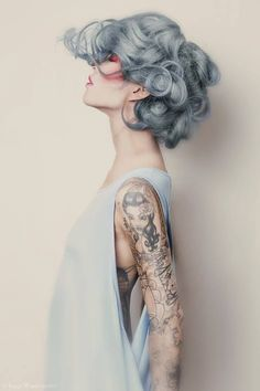 Silver hair // Grey hair Source by lorisux Hair makeup blue grey My Hairstyle, Pretty Hairstyles, Scene Hairstyles, Latest Hairstyles, Corte Y Color, Grunge Hair, Hair Goals, Dyed Hair, Hair Inspiration