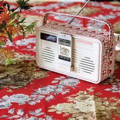 Vintage style radio that plays iPhones.