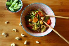 Für die Liebhaber des Thai-Curry habe ich hier eine leckere Gemüsevariante. Auf meinem Blog findet ihr das Rezept. Thai Curry, Healthy Food, Healthy Recipes, Ethnic Recipes, Blog, Rice Noodles, Cooking Rice, Delicious Food, Food Food