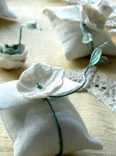 Eco wedding design : Corsi e i Kit per il fai da te per un Matrimonio Eco Sostenibile . Diy Wedding, Wedding Favors, Paper Mache Crafts, Diy Home Crafts, Easy Projects, Paper Flowers, Lily, Wedding Planner, Gift Wrapping
