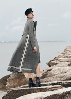 Vogue-Australia-June-2017-Julia-Van-Os-by-Max-Papendieck-4.jpg