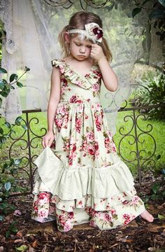 Vintage Rose Country Chic Holiday Frock<br>Perfect Shabby Chic Christmas Months to 16 Years Flower Girls, Flower Girl Dresses, Little Girl Outfits, Little Girl Fashion, Fashion Kids, Vintage Rosen, Nice Dresses, Girls Dresses, Outfits Niños
