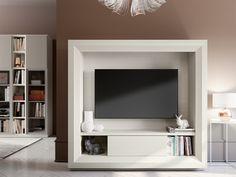 Soggiorno moderno a parete completamente personalizzabile e componibile, qui proposto nella finitura white larix. Ogni soggiorno può ovviamente essere composto a proprio piacere scegliendo i vari moduli compositivi e personalizzato nelle tante finiture disponibili.