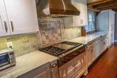 Silestone Helix Quartz Kitchen Countertops Conventional farmhouse kitchen included with white shaker Quartz Kitchen Countertops, Travertine Backsplash, White Countertops, Dark Brown Cabinets, White Shaker Cabinets, Open Kitchen Layouts, Functional Kitchen, Beautiful Kitchens, Farmhouse