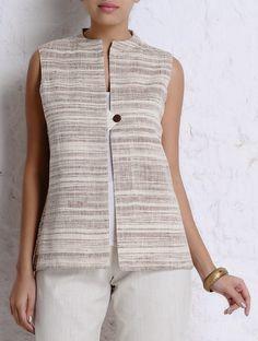 Short Kurti Designs, Kurta Designs Women, Blouse Designs, Sleevless Jacket, Kurti With Jacket, Kurta Patterns, Sewing Blouses, Indian Designer Outfits, Jackets For Women