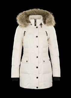 6ffdd6032867 Cette veste cintrée en duvet vous séduira avec ses particularités  polyvalentes et vous gardera au chaud. FursFur CoatParkaDuvetDressingI ...