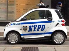 Dez entre os carros de polícia mais exóticos do mundo Carros Especial Smart Usa, Bike Equipment, Police Cars, Police Vehicles, Smart Fortwo, Ambulance, Fire Trucks, Law Enforcement, Guys