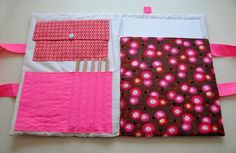 Pochette dessin Sewing Hacks, Sewing Projects, Craft Projects, Hospital Gifts, Couture Sewing, Baby Love, Gift Wrapping, Diy Crafts, Crafty