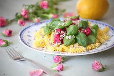 Ystävänpäivän punajuuripesto pastan kera // Beetroot pesto with pasta for Valentine's Day.