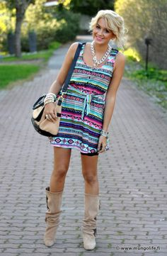 I love her blog. Even though she is foreign and I can't understand it she still has amazing style