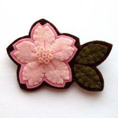 Bonita flor para un broche de fieltro