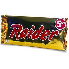 Raider Twix - Chocolate from the - Generation Souvenirs - - Twix Chocolate, 90s Cartoons, 90s Nostalgia, My Memory, Best Memories, Vintage 70s, Vintage Advertisements, Raiders, Childhood Memories