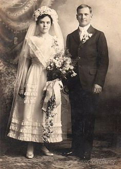 Theodore & Fanny Meta (Janssen) Roos, 1916 and other photos of Fanny Meta (Janssen) Roos and the Roos family. Chic Vintage Brides, Vintage Couples, Vintage Wedding Photos, Vintage Weddings, Vintage Bridal, Vintage Photos, Wedding Couples, Wedding Bride, Wedding Dress Styles