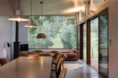 Sustainable Australian Vacation Home Opens Up to Outdoor Living - http://freshome.com/sustainable-australian-vacation-home/