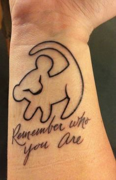 Disney tattoos - 30 popular motifs that radiate magic - Simba tattoo on wrist with quote Informations About Disney Tattoos – 30 beliebte Motive, die Zaube - Name Tattoos On Neck, Back Tattoos, New Tattoos, Sleeve Tattoos, Cool Tattoos, Tatoos, Phoenix Tattoos, Tattoo Neck, Henna Tattoos