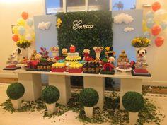 A turma do cachorro Snoopy deu vida à festa de aniversário de menino decorada pela Top Table Decor Party (www.facebook.com/toptabledecorparty)