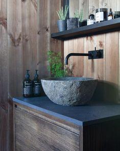 """370 likerklikk, 32 kommentarer – Fjellhuset (@fjellhuset) på Instagram: """"Tilbake etter en liten insta-pause!✌️ Her er badet vårt 🚿🌿 #hytte #hytteliv #hytteinspirasjon…"""" Mountain Cottage, Sink, Bathtub, Bathroom, Instagram, Home Decor, Sink Tops, Standing Bath, Washroom"""