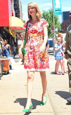 Taylor Swift is ADORABLE in these flirty florals!