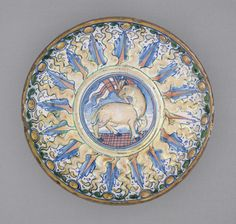 An Italian maiolica footed dish, c.1530, decorated with the Agnus Dei (Lamb of God), symbol of Christ. (LACMA Collections)