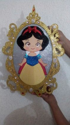 Blanca espejo Foam Crafts, Diy And Crafts, Crafts For Kids, Arts And Crafts, Paper Crafts, Snow White Birthday, Decorate Notebook, Giant Paper Flowers, Disney Scrapbook