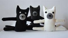 Kot akrobata #kidsdesign #szaryfika #handmade #blackandwhite #toy #mascot #cat