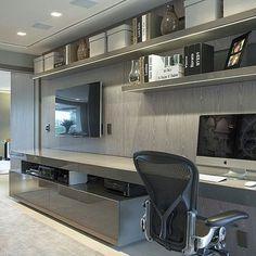 Home theater e office juntinhos!!! Projeto Chris Hamoui Ruivo #home #decor #homeoffice #hometheater #arquitetura #decorations #interiordesign #familyroom #Family #office #work #instabest #photo #amazing #goodafternoon #boatarde #blogfabiarquiteta #fabiarquiteta